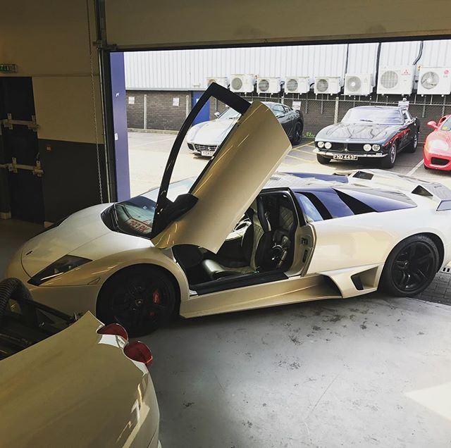 Lamborghini's don't care where they breakdown! #lamborghini #murcielago #599 #360 #430 #ferrari #servicing #problems