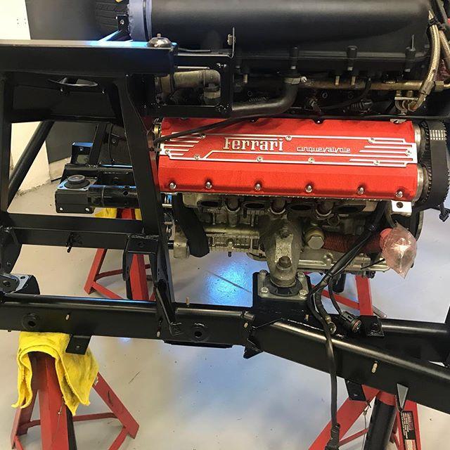 Freshen up for this 355 Engine and it's subframe. #powdercoating #wrinklepaint #serviceandmaintenance #ferrari #ferrari355 #sbraceengineering #sbr #cinquevalvole #service